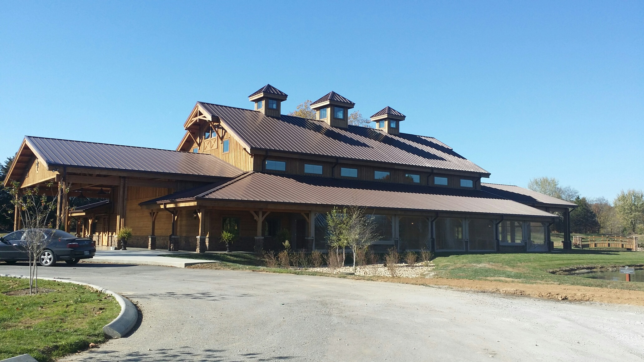 Medallion-Lok Replicates Traditional Barn Look on Historic Property in Tennessee