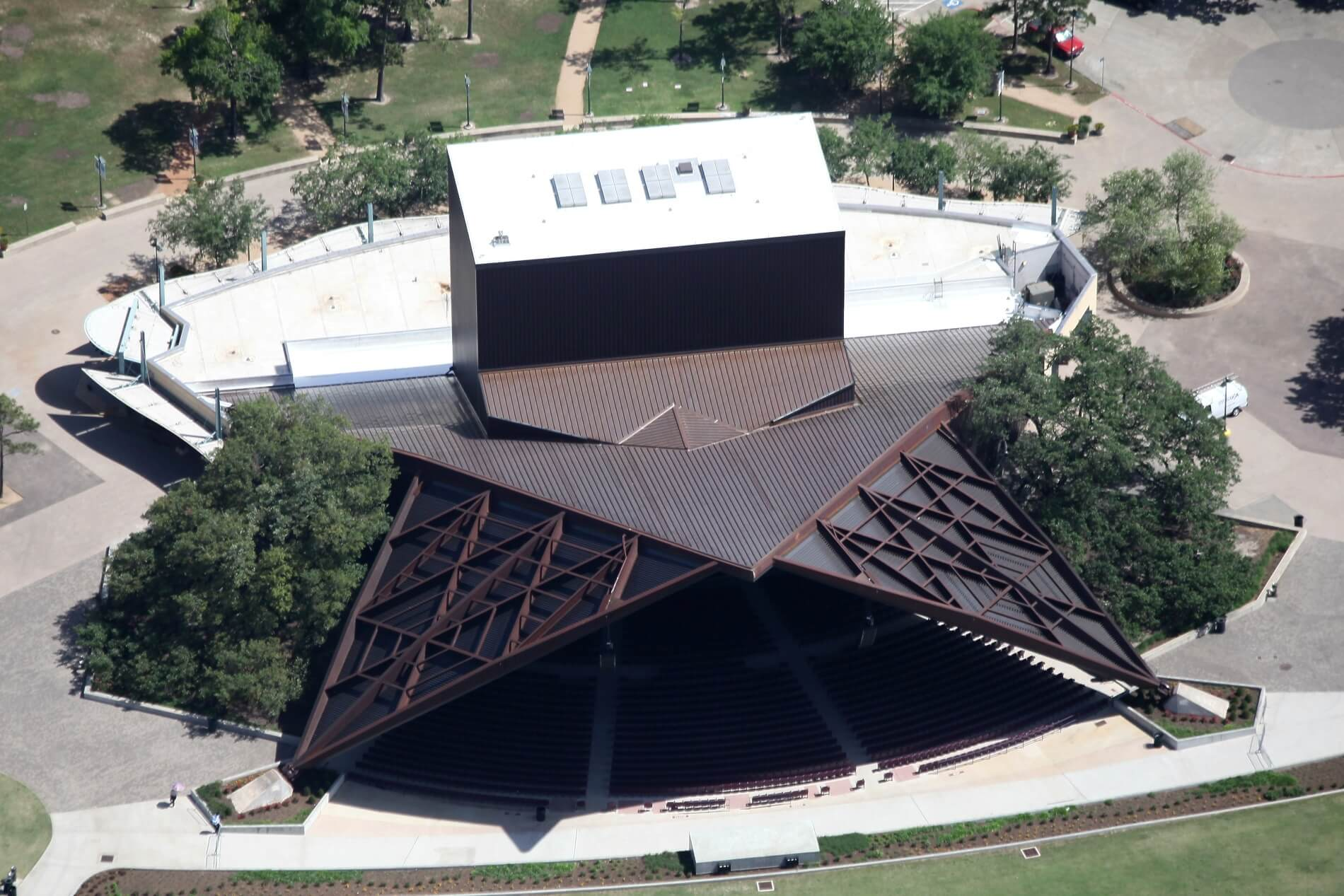 Onsite panel machine aids theater roof completion on deadline